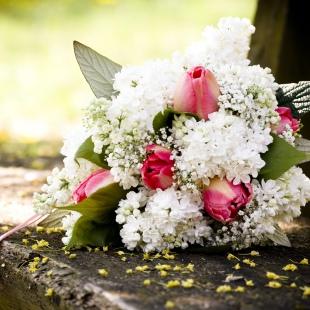 Orsi és András cseresznyevirágos esküvője