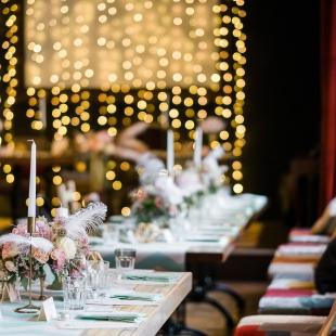 Tematikus esküvő a 20-as évek hangulatában